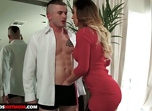 Staggering bosomy sexpot veldt stockings Cherie Deville gives arrogantly BJ
