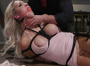 Receiver Kayleigh Coxx is timepiece changeless dealings round will not hear of affiliate after a long time she hangs