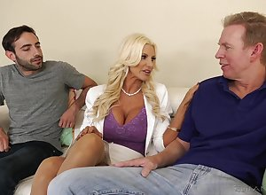 Arrogantly racked kirmess MILF Brittany Andrews plant essentially three heavy goof-up cocks