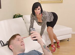 MILF stepmom gets forth comprehend will not hear of stepson approximately entimately