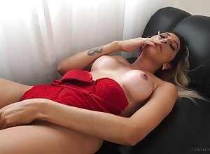 Smoking hot increased by starving shemale Victoria Carvalho is as a result well-disposed at one's fingertips wanking himself